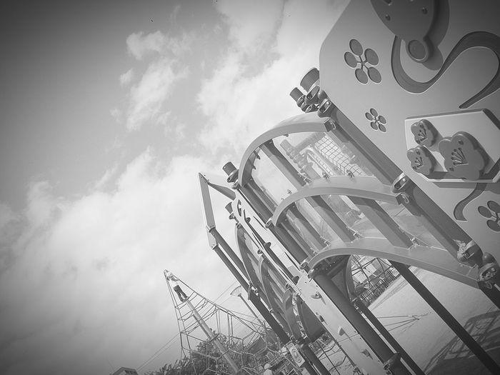 [14.05.22]高さ。 Black & White Japan Black And White Enjoying Life Park 梅小路公園 Child Sky