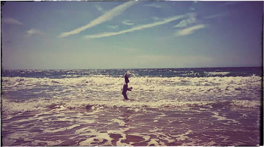 Life can be wonderful La vida puede ser maravillosa That's Me Enjoying Life Sky And Clouds Cielo Y Nubes  Oleaje Soy Yo Surf Photography EyeEm Best Shots Playa De La Arena