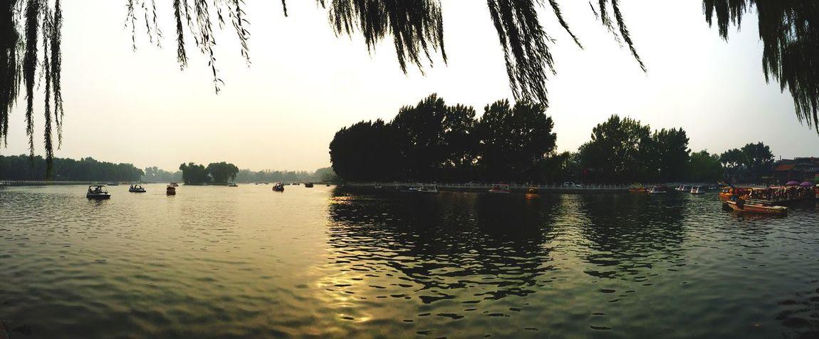 Deceptively Simple 波光粼粼,水波不惊。 Quality Time Hello World Beautiful Day Relaxing 波光粼粼 湖边 Edge Of The World Enjoying Life 夕阳
