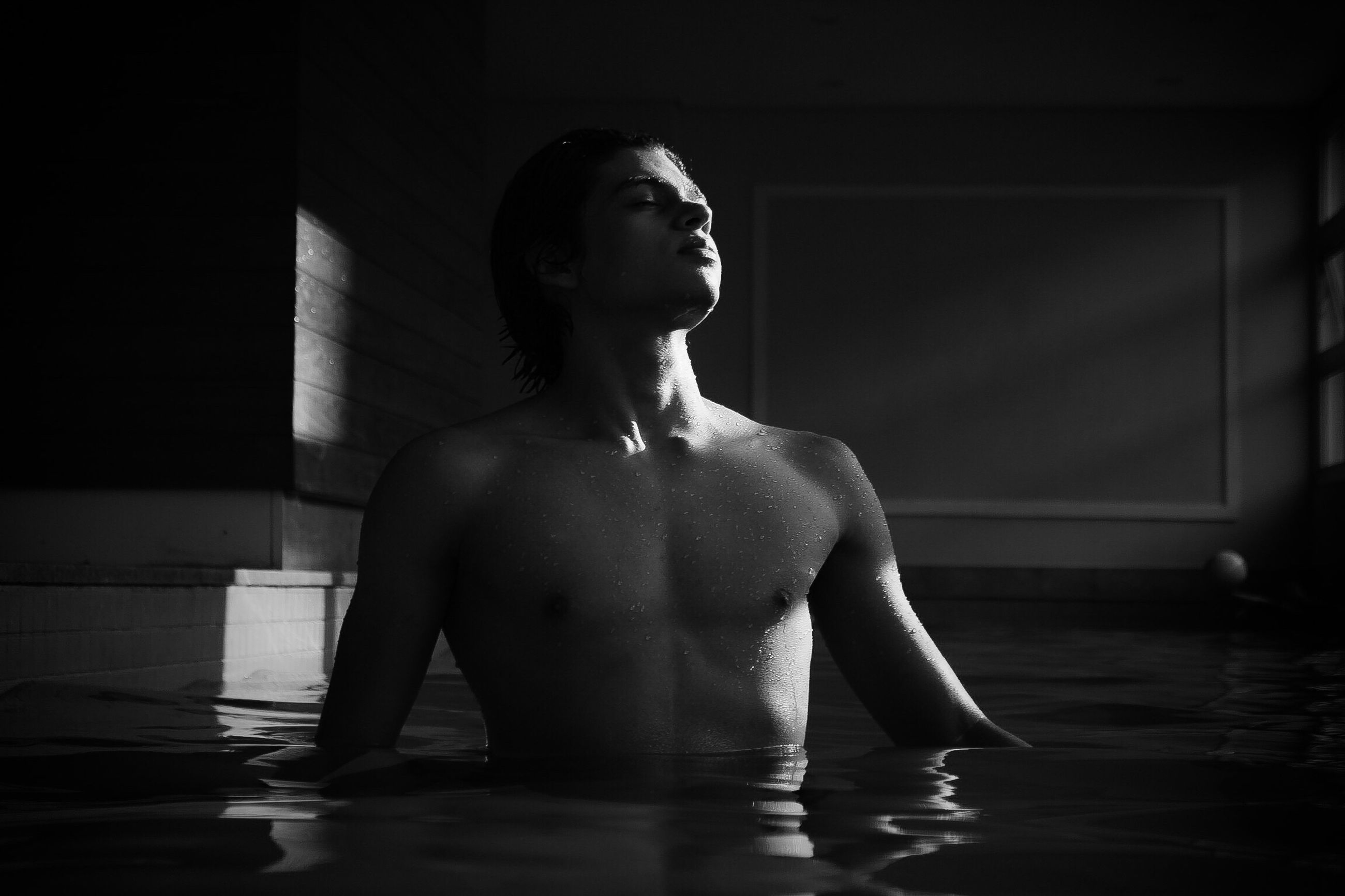 one person, lifestyles, shirtless, waist up, real people, water, young adult, sitting, leisure activity, indoors, swimming pool, day, adults only, adult, people