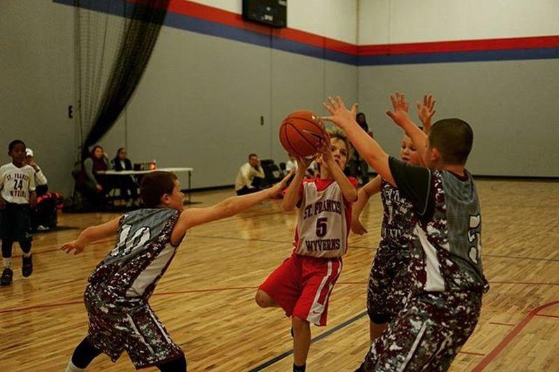 Thereelhero Basketball Sports Kids Action SportsPhotographer SonyAlpha6000 Sonya6000 35mm Kentucky  Louisville Christmas Tournament @sonyimages Reach Reachyourgoals Ball Job Travelingphotographer Basketballseason Christmasbash