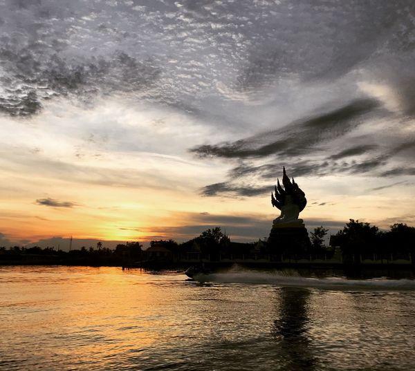 นาคปรกยามเย็น Water Sky Sunset Architecture Travel Destinations Sculpture Built Structure