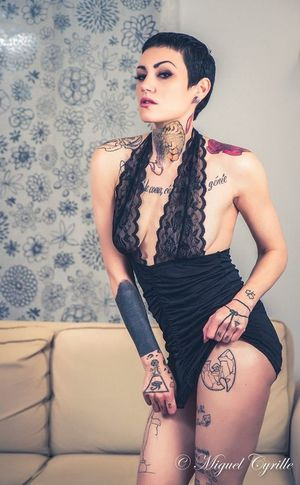 Shooting by Miguel Cyrille Photographe INKEDGIRL Inkedgirls Inkedwoman Inkedsexy Picsoftheday Tattooedgirls BOOMBOOM  Photoshoot Studioshoot