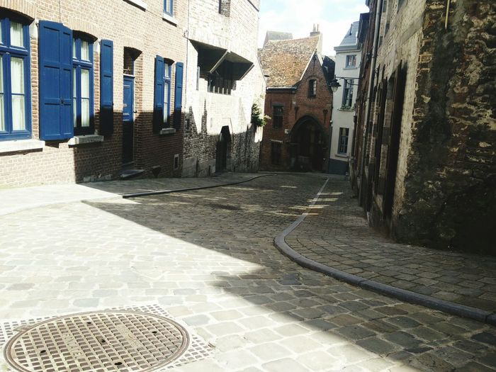 Architecture Built Structure Building Exterior House Residential Structure Residential Building Window City Cobblestone Building The Way Forward Narrow Walkway Day Alley Footpath Town Outdoors Long Canal Belgium Flemish Architecture Flemish
