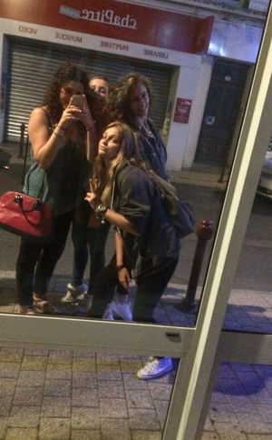 Les biatch Friends Girls Love Selfie