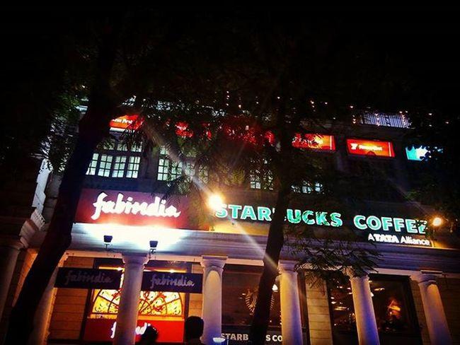 One Night affair. ConnaughtPlace Starbucks Fabindia Dilli Delhidiaries DelhiGram Night Sodelhi Newdelhi India Indiapictures Citylife Nightphotography Wanderlust Travelgram WhenInDelhi