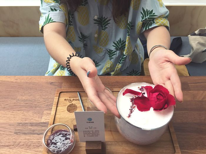 Coffee ☕️ :花漾瑰蜜 Sweet Drinks Rose - Flower Flower Coffee One Person Women Table Adult Lifestyles Flower Leisure Activity Human Hand Indoors