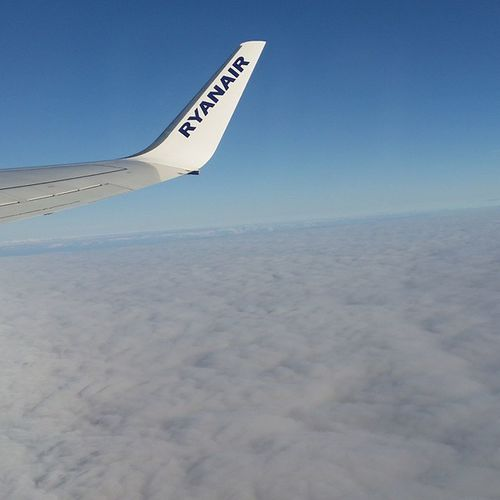 'Cause I'm on top the world Cloud Flying Ryanair Sky Jim Facile Scolopendra Justinbieber Sbocciaroom .