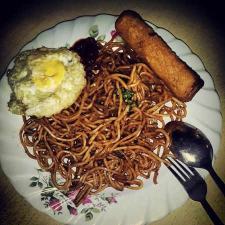 Breakfast ready.. Mee_goreng Telurmata Sausageroll Morningdew tuesday work