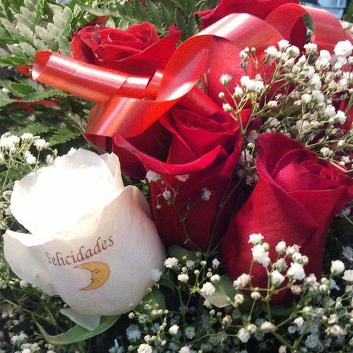 Ramoderosas a domicilio de www.graficflower.com, somos la Floristería mas exclusiva y original, visitanos y sorprendelos con nuestros Ramosderosas y Floresadomicilio innovadores