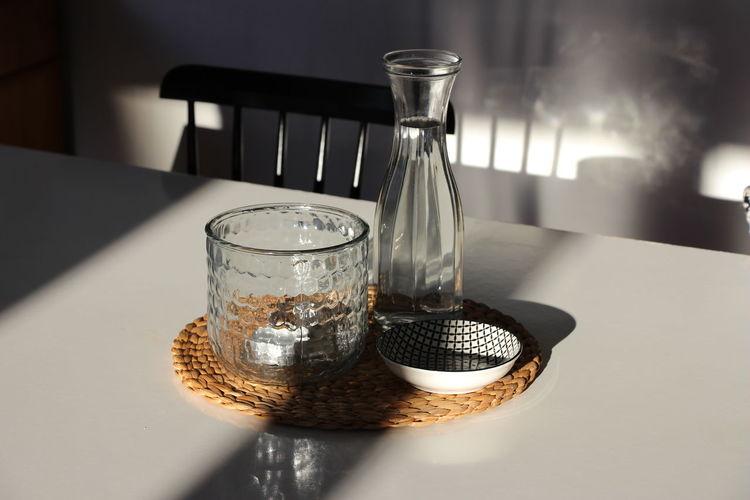 Chair Decoration Einrichten Glas Glass Interieur Interior Leben Licht Light Schatten Schattenspiel  Shadow Sonne Stuhl Sun Table Tisch Tischdeko  Vase Weiss Wohnen