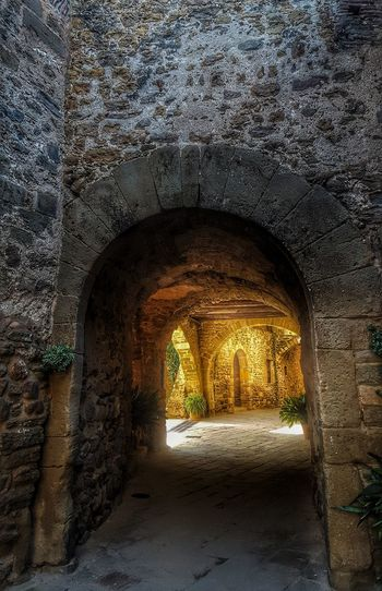 Feliz domingo ! Cave Tunnel No People Sunset Arch Indoors  Nature Tree Beauty In Nature Natural Arch Architecture Close-up Day Capture The Moment Light And Shadow City Medieval Monells