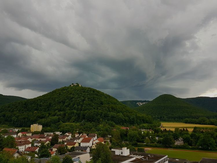 Gewitterstimmung Bad Urach Gewitterstimmung Gewitterwolken Wolken Dramatischer Himmel Felder Wald Cloud - Sky House Dramatic Sky Storm Cloud Architecture No People Tree Landscape Mountain Sky Nature Town Outdoors Beauty In Nature Tree Area City Day Rural Scene
