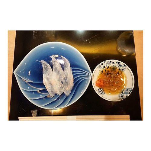数寄屋橋次郎様のお弟子さん、増田励さんプロデュースのお店、なんとか予約がとれたので行ってきましたよ。感動。日本食は芸術也。アートだよ 次郎様 2500000đ ベトリナ パパママありがとう ホーチミン ベトナム This is the art of Japanese cuisine 🍣🍶🎌 Seafood+nihonshu=HEAVEN Realjapanesefood Hochiminh Vietnam Foodie