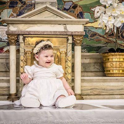 Batismo da Antônia. Alegria de quem foi acolhida pelo Pai. LeandroRibeiroPhotography Batismo Batizado Child happy baby church followme lol poesiadasimagens sorrisos SoRetrato