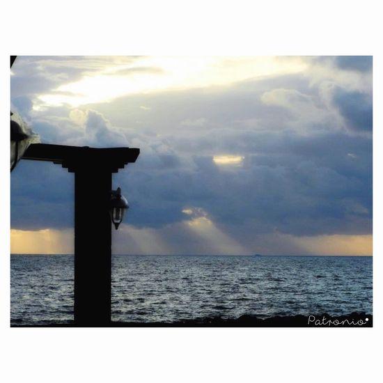 """""""Attraverso il cielo blu"""" Spiragliodiluce Sole Tra Le Nuvole Cielo E Mare Sensazioni"""