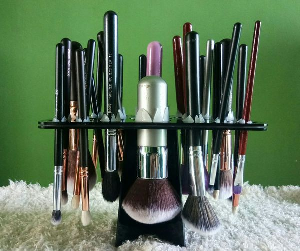 Waiting for these to dry MakeUp Brushes Brush Holder Makeupartist Makeup Makeuplover Makeup Artist Face Brush Eyeshadow Brushes Brush Trees Brush Dryer Drying Rack
