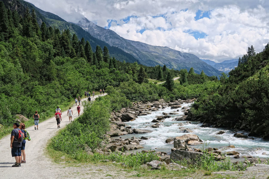 People hiking along the Krimml Waterfalls valley Achental. (Austria). Part of High Tauern national park. Achental Adult Alps Day European Alps Green Color Hiker Hikers Hiking Hikingadventures Krimml Krimml Achtental Krimmler Achental Krimmler Tauerntal Krimmler Wasserfalle Krimmlerwasserfälle Landscape Large Group Of People Nature People Real People Salzburger Land Summer Tree