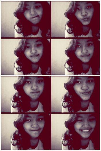 Me Bored Curly Girl Selca
