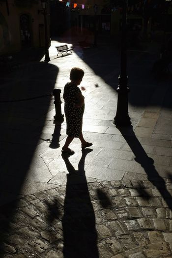 Streetphoto Streetphotography Candid Candid Photography Light And Shadow Street Photography Shadows & Lights Streetphoto_color FUJIFILM X100S Shadow Sunlight Silhouette Focus On Shadow Long Shadow - Shadow Female Likeness