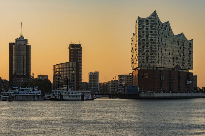 SkylineImMorgenlicht Architecture Building Building Exterior Built Structure Capital Cities  Cityscape Elbe River Hamburg Hafencity Hamburg Harbour Modern Morning Light No People Office Building Orange Color Outdoors Sky Skyline Sunset Tall Tall - High Tower Travel Destinations Urban Skyline Water