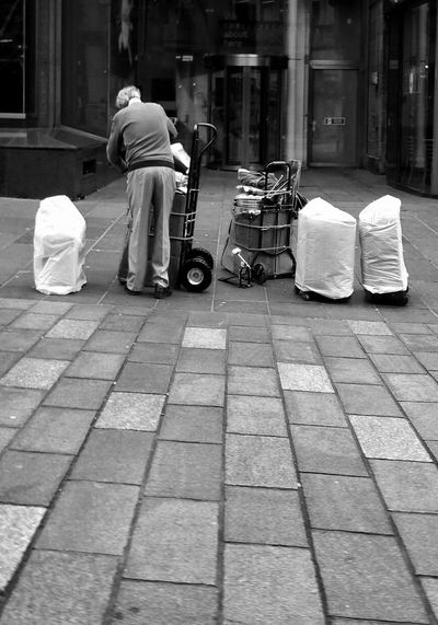 Rear View Real People Outdoors One Person Men Full Length Building Exterior Day Built Structure People Occupation Adult Architecture Only Men City Adults Only One Man Only Manual Worker Street Entertainer Setting Up Before The Show Streets Of Glasgow Black And White