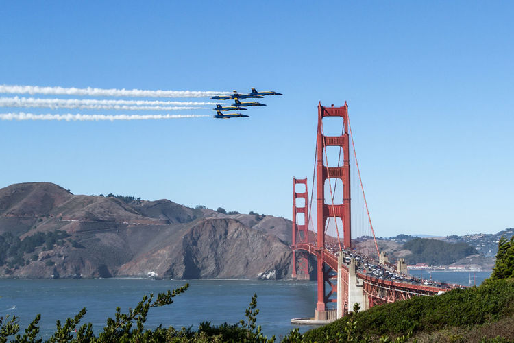 The US Navy Blue Angels cross above the Golden Gate Bridge during their airshow at Fleet Week 2018 over San Francisco Bay. Blue Angels Air Show Golden Gate Bridge San Francisco Architecture Flying Blue Sky FA/18 Hornet F-18 Hornet Fighter Jets Formation Flying Blueangels Fleet Week US Navy US Navy Blue Angels