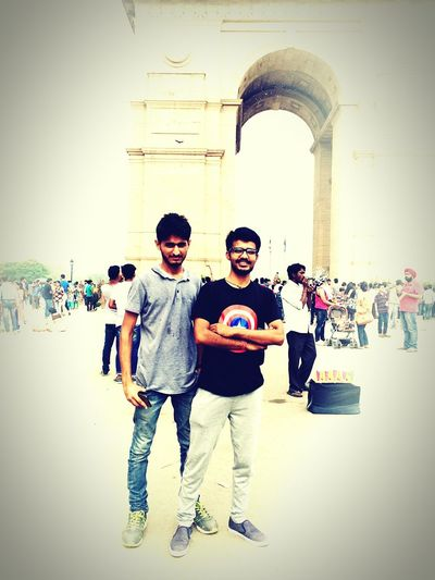 At India gate with friends EyeEm Gallery Photoshoot Im Possible Club EyeEm EyeEm Best Shots Forts India Gate In Delhi India India Gate !! Cool Breeze 😍 India Gate