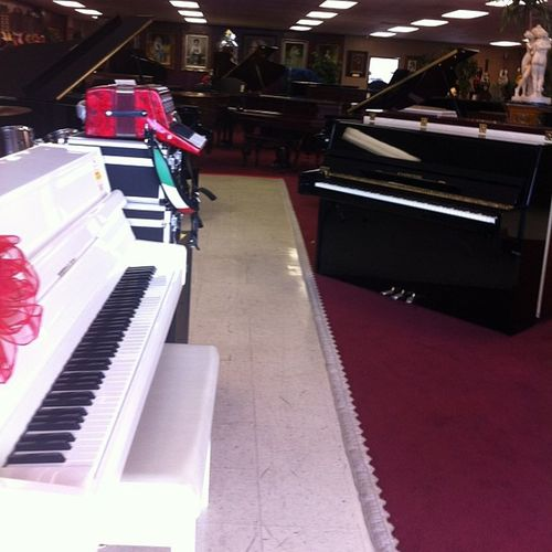 Pianos pianos pianos and an accordion on the side 😆🎹🎼🎶 ❤ 😍 Pianos Music Accordion Whitegrandbaby