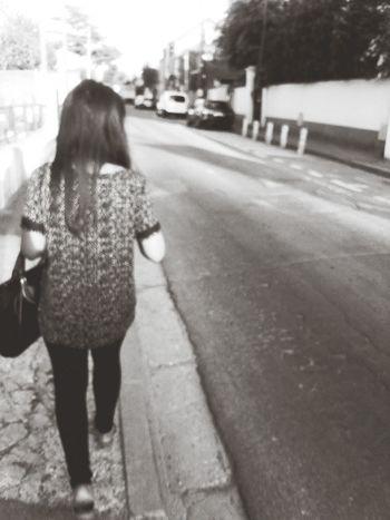 """""""si je rencontre l'amour, je ne le laisse pas m'échapper."""" Black And White Myself Little Journey Love♡"""