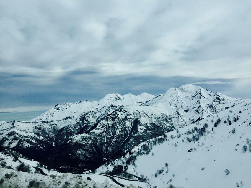 Mountain Neige Neige❄ Neige ❄ Snow Snow ❄ Mountains And Sky Mountains Snow ❄ Winter Cold Wintertime Winter Wonderland