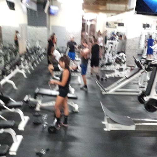 Ladies let my homegirl be an example, laziness is no excuse xD sorry @_particia for a creeper pic ahaha Workout Ladies Getit TeamGFNE fitness