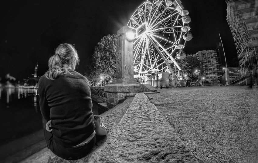 Night Rear View Illuminated People One Person Long Exposure Adult Women Outdoors One Woman Only Black&white Black And White Collection  Blackandwhitephotography Blackandwhite Photography Black & White Blackandwhite Black And White Photography Panoramic Wheel Italia Lombardy Sony A7RII Sony A7rm2 City Full Frame Lecco