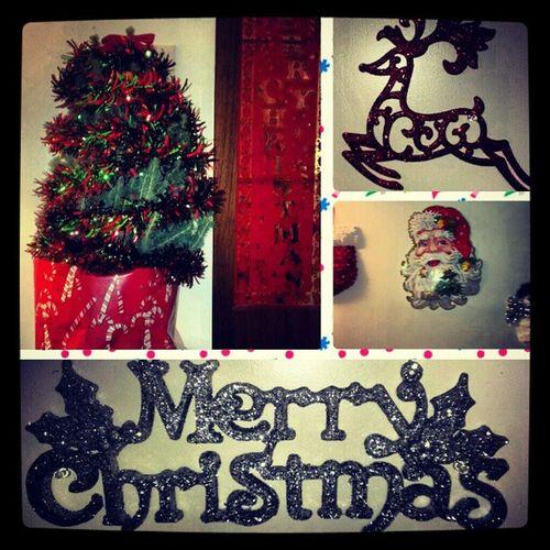 Holiday decorating part 2!!! Livechristmastree MerryChristmas Glitteryreindeer Oldsaintnick SantaClaus holidaycheer Christmasspirit