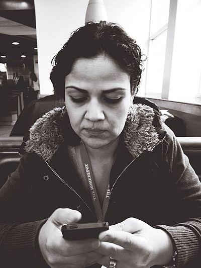 //Ella socializando...virtualmente ? Eating