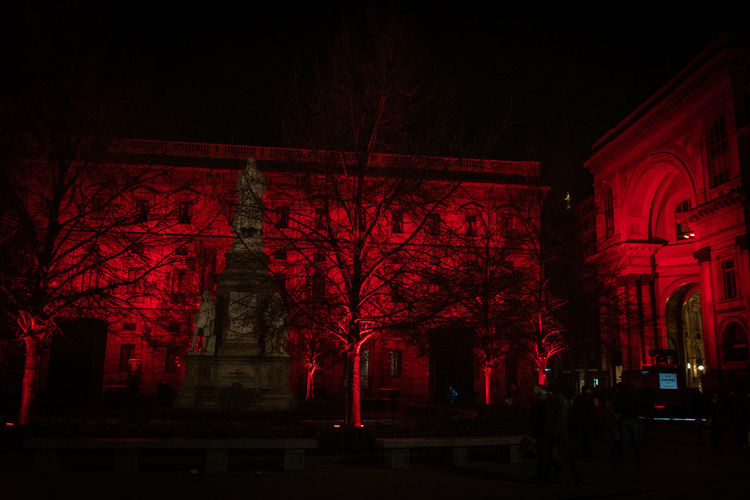 Night Red Architecture Tree Built Structure Illuminated Building Exterior Low Angle View No People Building Plant Religion Dark Place Of Worship Belief The Past History City Nature Outdoors Palazzo Marino Milano Piazza Della Scala Milano Leonardo Da Vinci