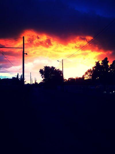 Lève les yeux de ton IPhone, regarde ce que tu rates ! Sky Beautiful Love World First Eyeem Photo