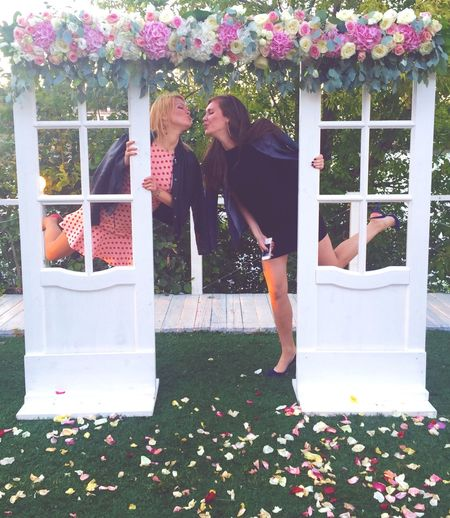 Enjoying Life Roses Summer Wedding Guests Wedding Photography Wedding Party