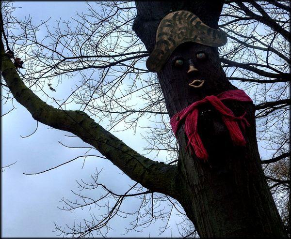 Mister tree 👀 Tree Baum Kunst Ist Was Du Daraus Machst Hüpapics EyeEm Best Shots EyeEm Nature Lover Statue Sculpture Red Day Outdoors Sky
