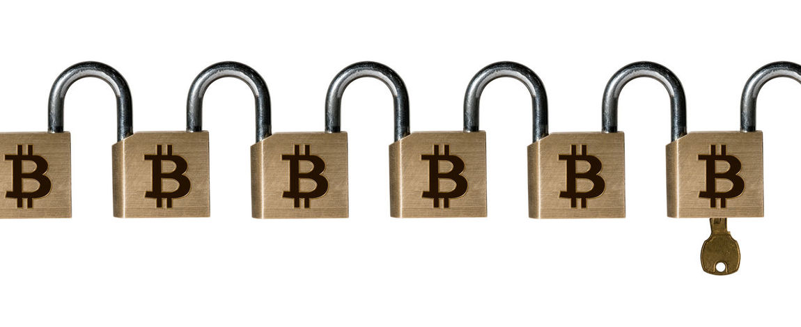 Conceptual photo of a set of linked padlocks to illustrate the blockchain technology Locked Bitcoin Blockchain Blockchain Concept Blockchain Technology Chain Chained Concept Cut Out Cybercurrency Group Of Objects Illustration Immutable Insecure Key Lock No People Padlock Studio Shot Technology Unlocked White Background