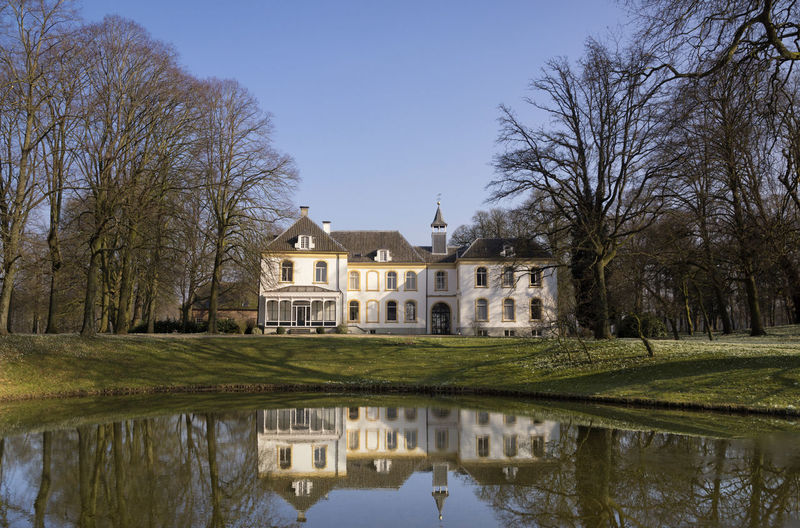 View of the house in Baak reflecting in the canal near the village of the same name in the Dutch region Achterhoek Architecture Estate House Outdoors Park
