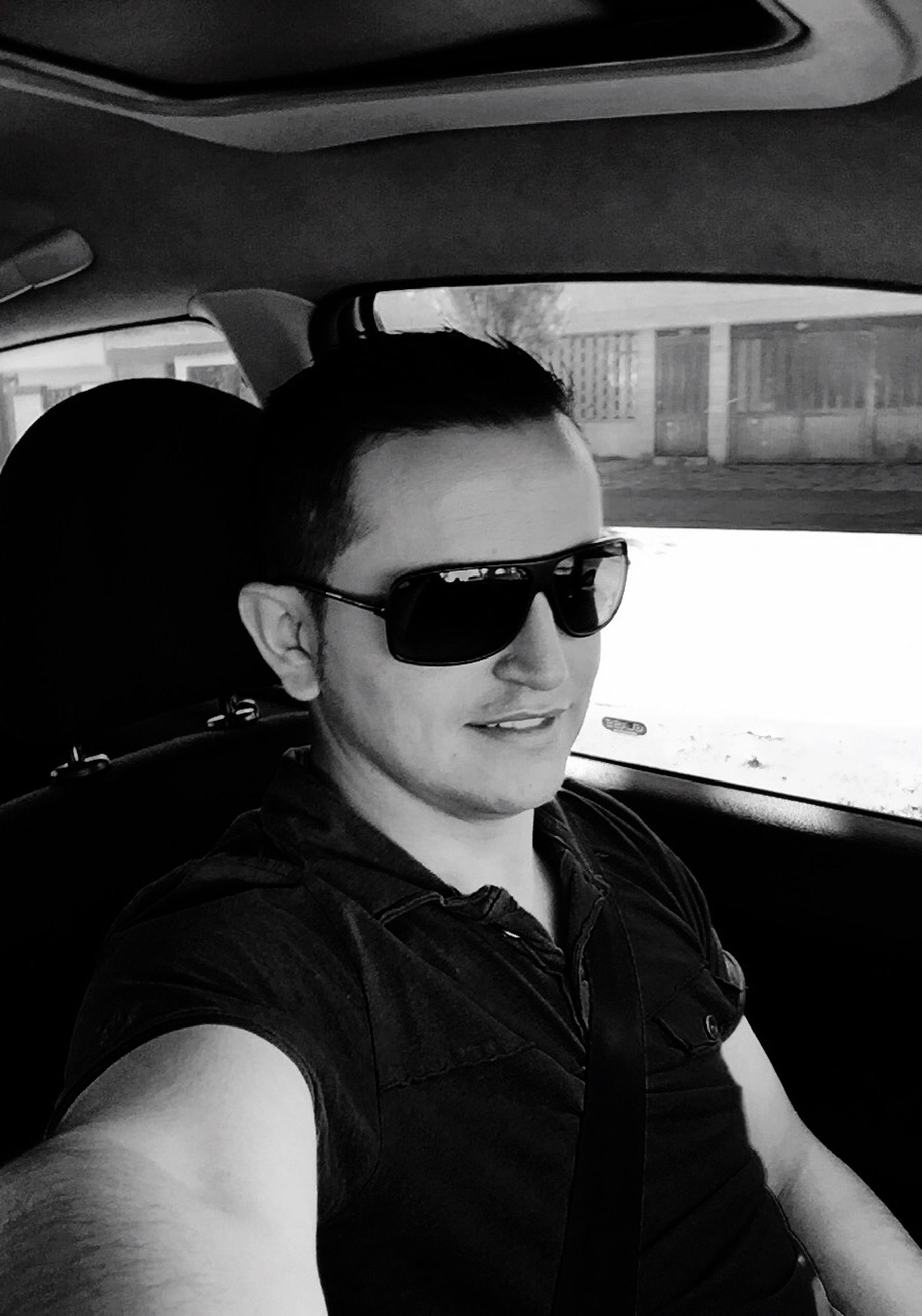 lifestyles, young adult, transportation, sunglasses, portrait, looking at camera, mode of transport, leisure activity, young men, person, car, headshot, vehicle interior, travel, close-up, front view, car interior, head and shoulders