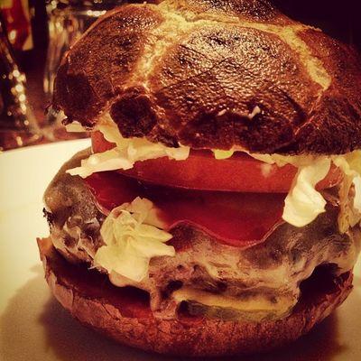 I love food #burger #dinner #pommedesgarcons #foodlove #foodporn #meatlove Dinner Burger Foodporn Pommedesgarcons Foodlove Meatlove