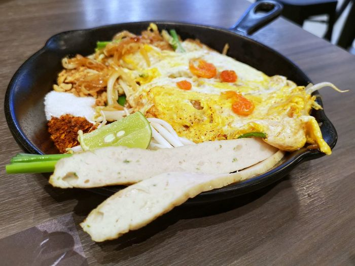 Pad Thai Omlet Egg Yolk Fried Egg Skillet- Cooking Pan Omelet Egg Breakfast Close-up Food And Drink Fried Pan Egg White Fried Food Stir-fried
