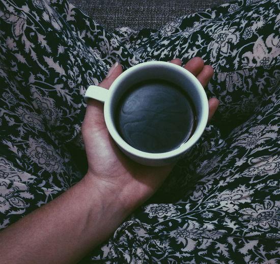 Você sabe o quão indefeso você se sente quando está com uma xícara cheia de café em suas mãos e começa a espirrar? ☕ Cafe First Eyeem Photo