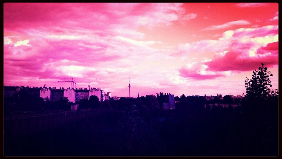 Untergang Pink Himbeerwolken GetYourGuide Cityscapes
