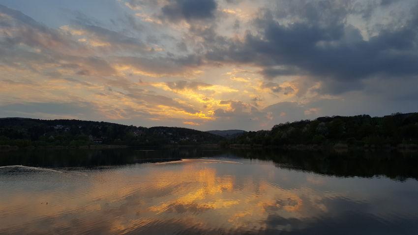 Reflection Beauty In Nature Cloud - Sky Lake Sky Sunset Dramatic Sky