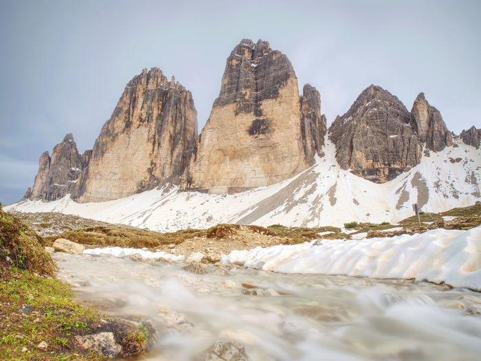 Evenning sharp peaks tre cime di lavaredo, drei zinnen, sextener dolomiten mountains, italien alps