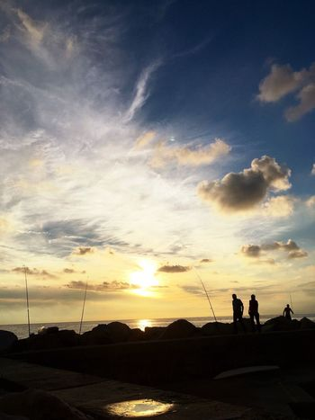 Silhouette Sunset Real People Cloud - Sky Sky Men Nature Leisure Activity Lifestyles Scenics Outdoors Beach Togetherness Two People Women Beauty In Nature Standing Day People Market Rockfishing EyeEmNewHere The Great Outdoors - 2017 EyeEm Awards EyeEm Selects