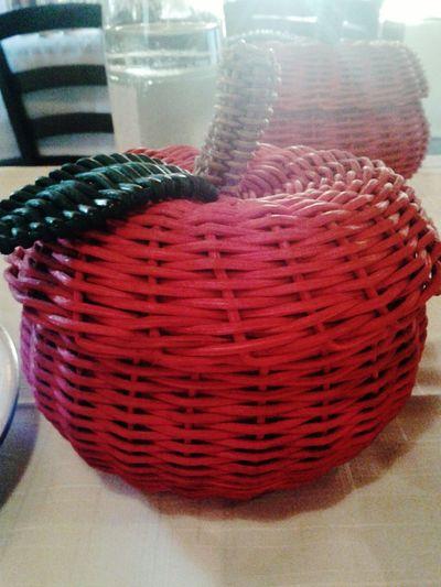 Un mela al giorno toglie il medico di torno ;) Mela Manzana Manzanas Apples Apple